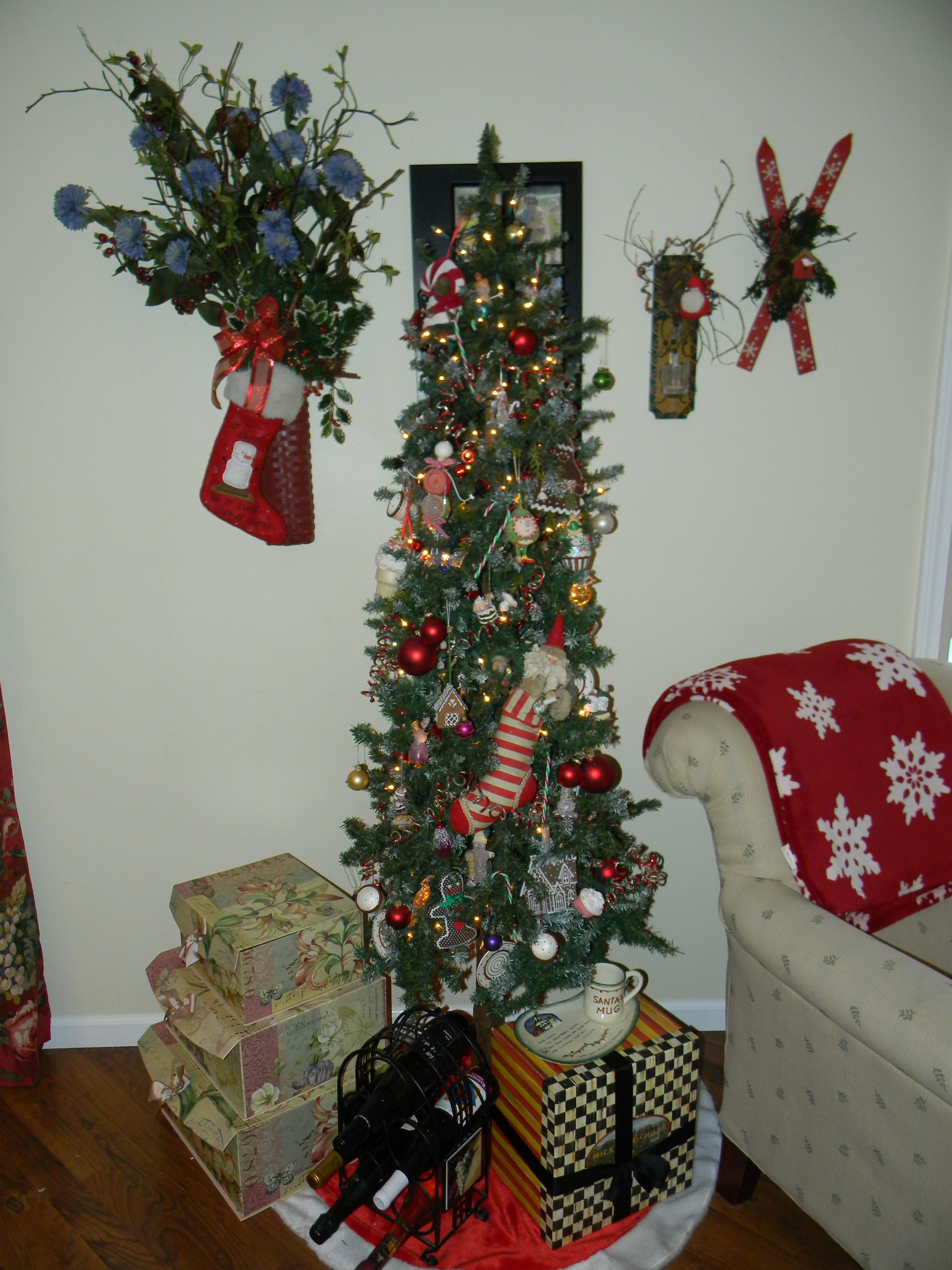 JAZZING Up Your Tree With A Decorative Christmas Tree Topper  - Decorate Christmas Tree Without Ornaments