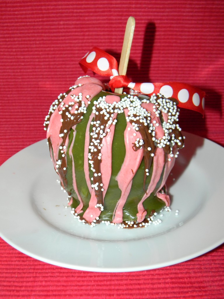 How to Make Caramel Apples Grinch Style