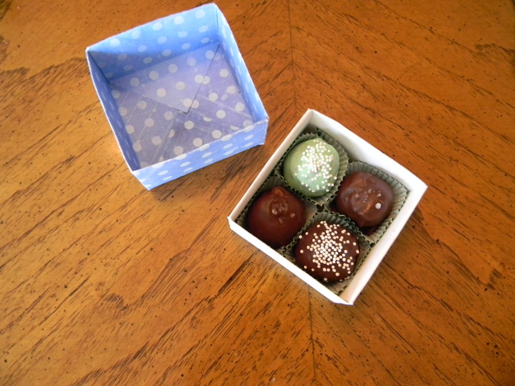 How to make a candy box for four truffles