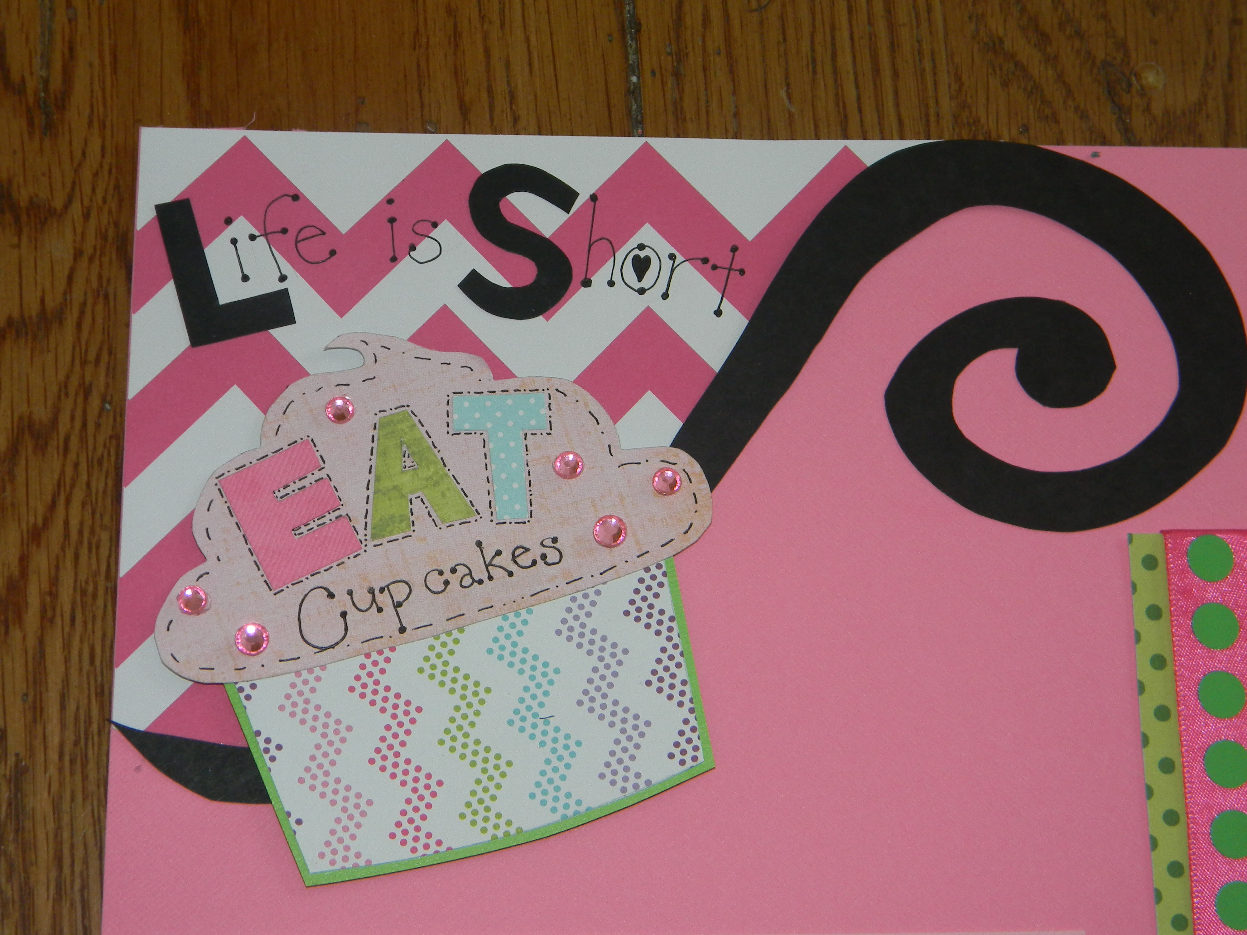 How to scrapbook pages - Cupcake Scrapbook Layout Title