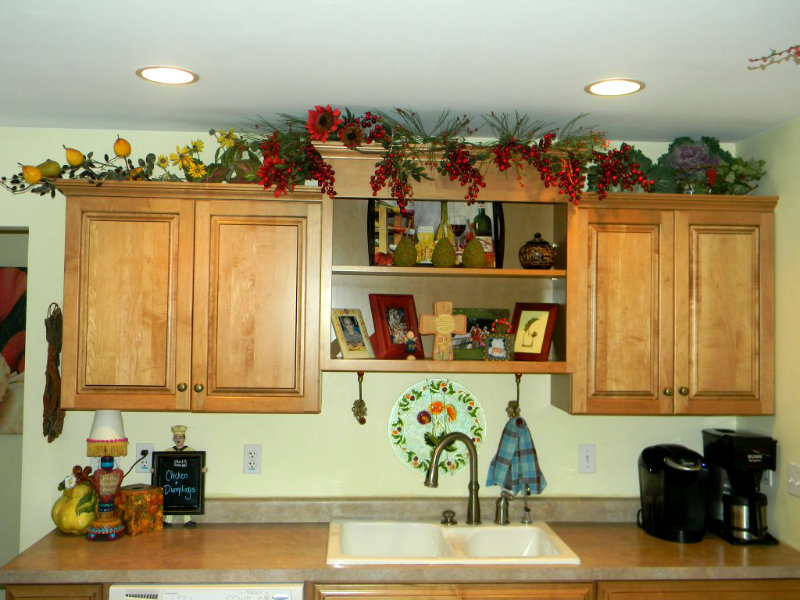 Decorating above kitchen cabinets before and after for Kitchen decoration photos