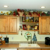 decorating-above-kitchen-cabinets