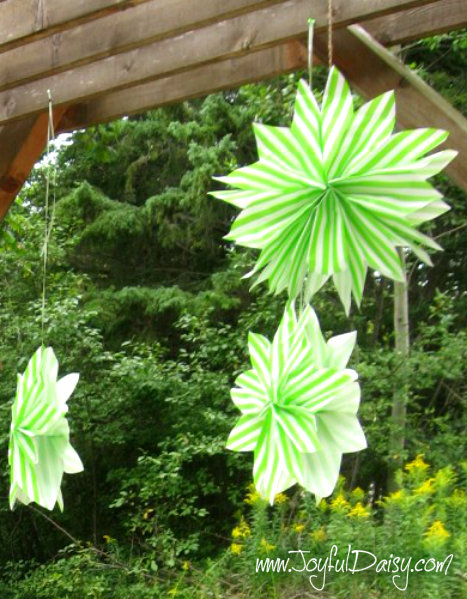 fairy party decorations-martha stewart paper bag star bursts.jpg PZ