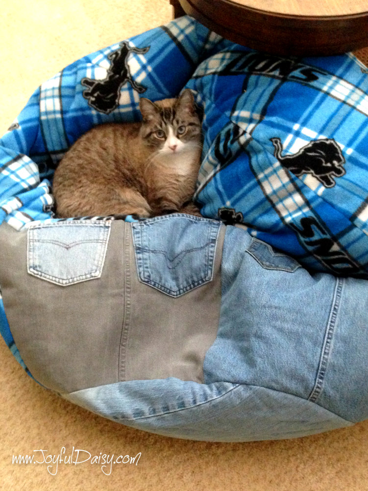 HOW TO MAKE A LARGE BEAN BAG OUT OF RECYCLED JEANS AND FLEECE