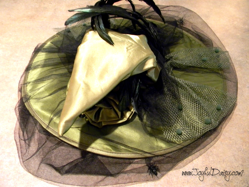 HOW TO MAKE A WITCH HAT CENTERPIECE BEFORE PICTURE