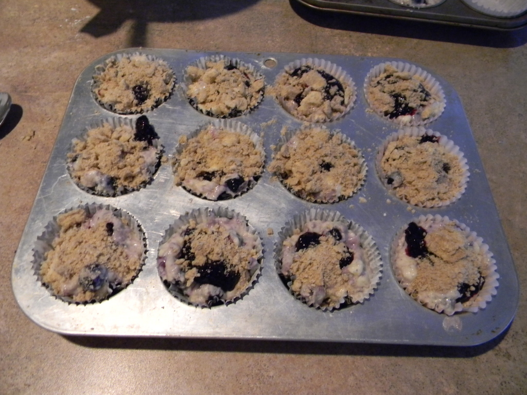 Blueberry muffins with crumble