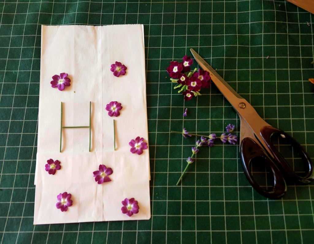 How to create gift bags with flower pounding